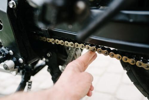 Kiedy łańcuch motocyklowy jest zużyty i jak to rozpoznać
