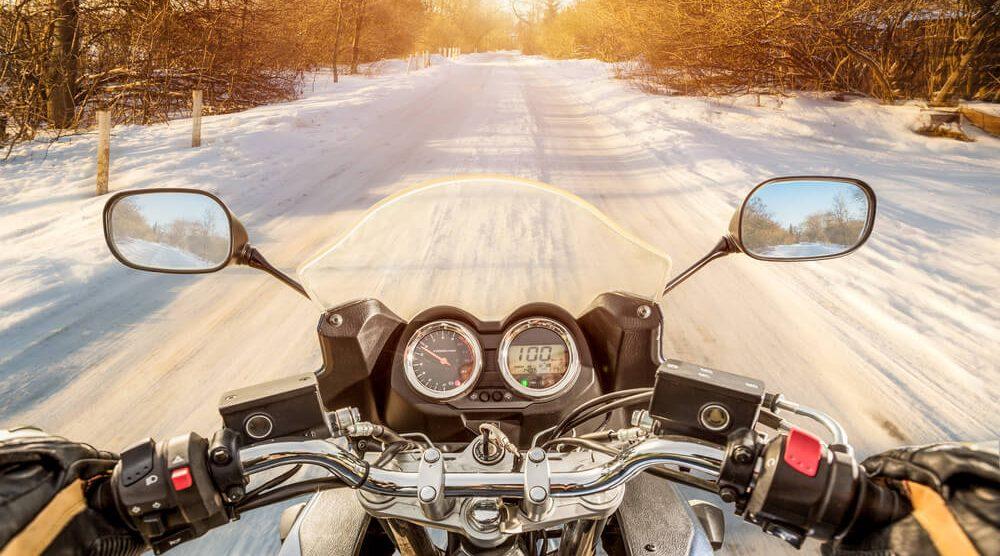 Jazda skuterem w zimę – w co warto się wyposażyć?